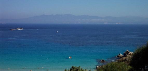 la costa della Corsica vista dalla Sardegna