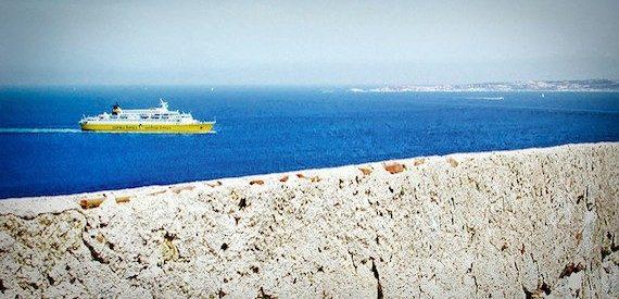 imbarcare l'auto sui traghetti per la Corsica