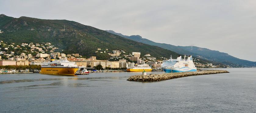 traghetto Corsica dormire